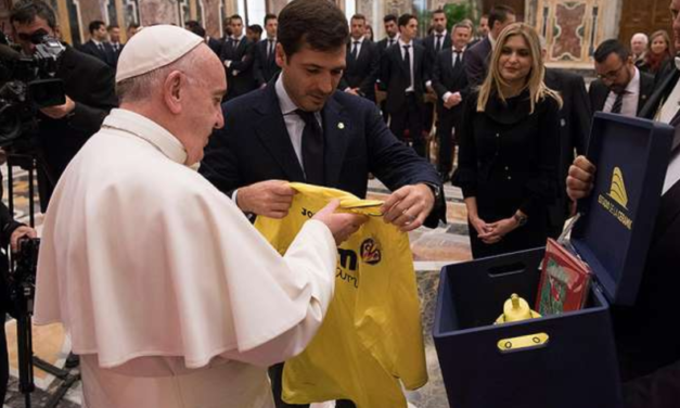 Gratitude is central, Pope Francis tells Spanish footballers