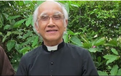 Plainclothes policemen attack a group of priests, block prayer service