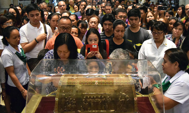Relics of St Therese's parents visit Manila