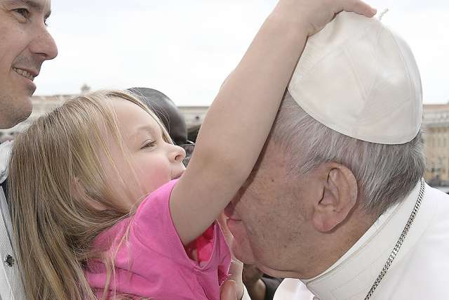 Watch this little girl steal Pope Francis' hat