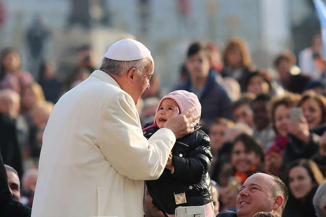 Love must be core of family life, Pope says ahead of World Meeting of Families