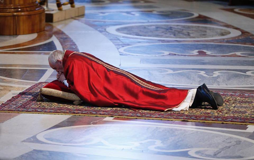 Pope Francis leads Good Friday services