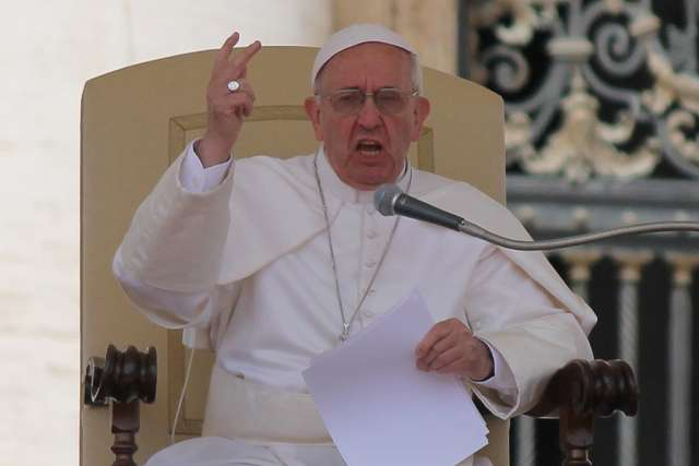Pope Francis condemns deadly attacks in Syria, Russia