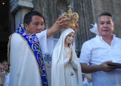 Fr. Gerardo De Villa, OSB, crowns the missionary pilgrim image of Our Lady of Fatima upon its arrival at the Cathedral Parish of St. Andrew in Parañaque City, May 13, 2017. MICHAEL DALOGDOG