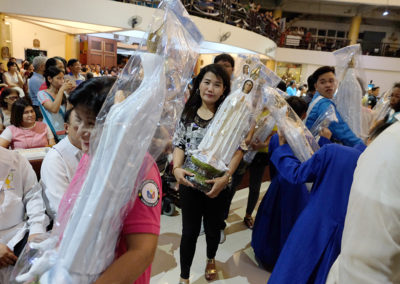 Pasay City barangay officials receive statues of Our Lady of Fatima from the Archdiocese of Manila during a distribution in Pasay City, May 13, 2017. ROY LAGARDE