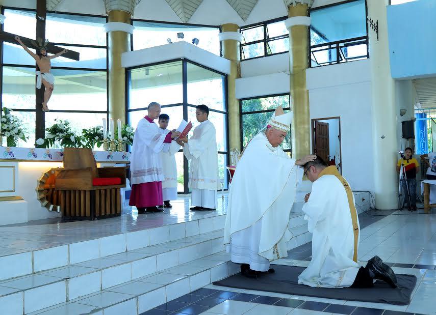 Heeding God's call: Accountant, nurse among Davao's new priests