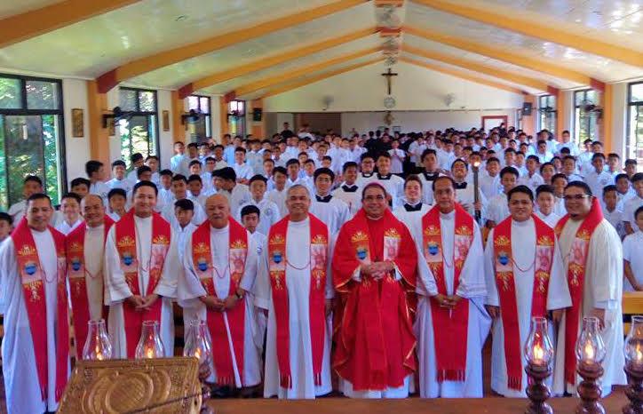 Be gentle as doves, bishop tells seminarians
