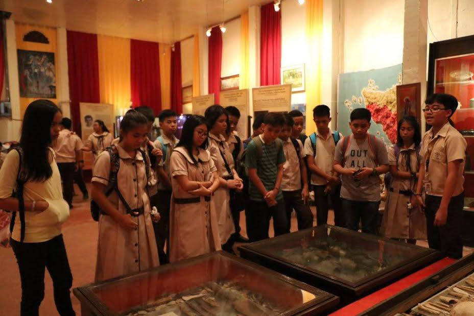 Christe Regians open school year with 'museum tour'