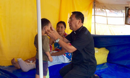 Palo archbishop visits quake victims