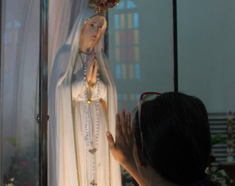 Olongapo's 'typhoon-proof' devotees welcome Fatima image