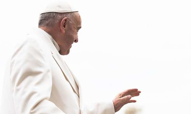 Vatican clarifies: Gay couple received standard form letter from Pope, not endorsement