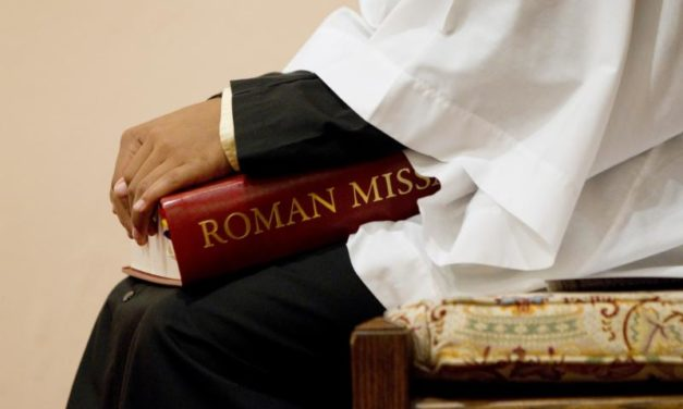 Pope amends church law on Mass translations, highlights bishops' role