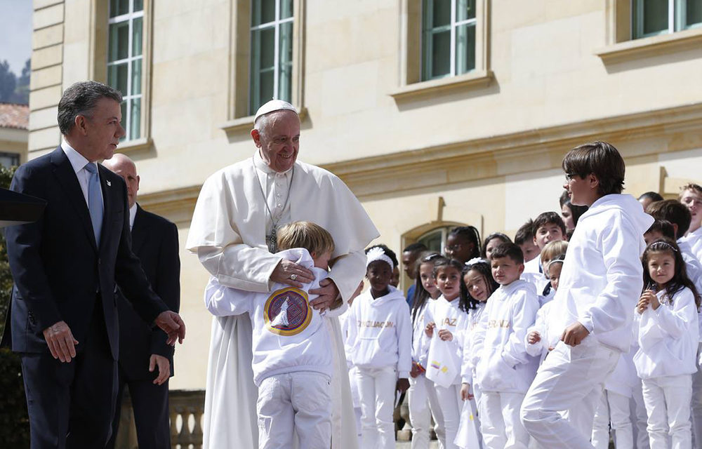 Colombia youths must teach elders to forgive, to move on, pope says