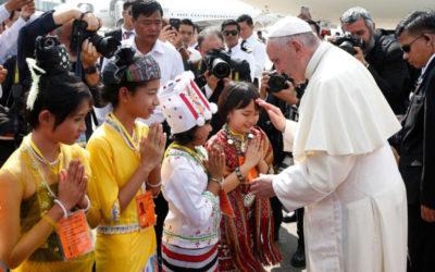 Pope meets generals after brief welcome by children in Myanmar
