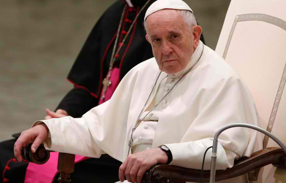 Don't rush through silence at Mass, pope says at general audience