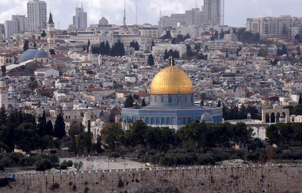 True believers want peace for Jerusalem, pope tells imam