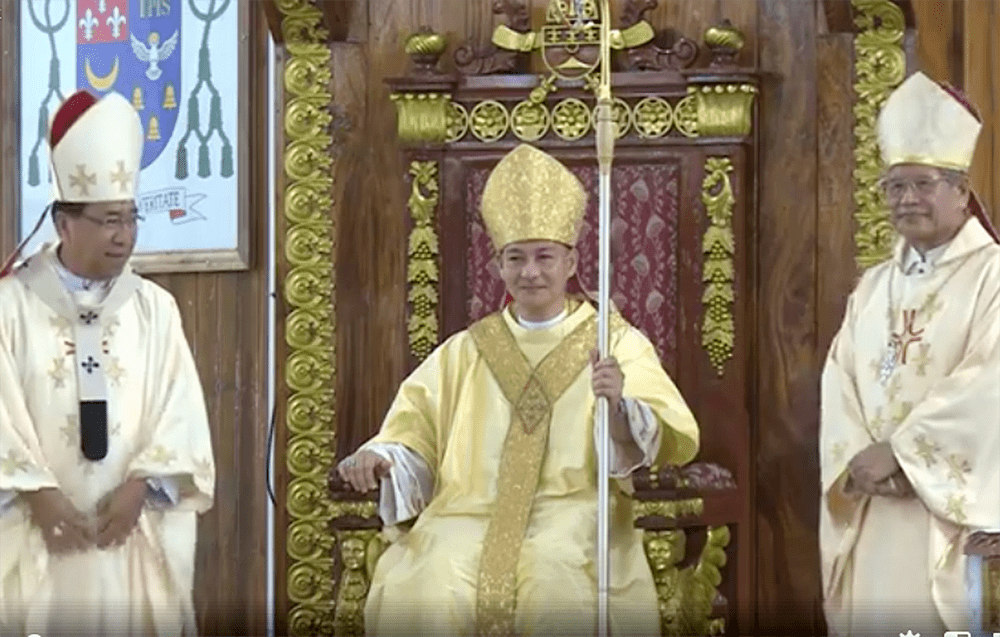 New Naval bishop assumes post