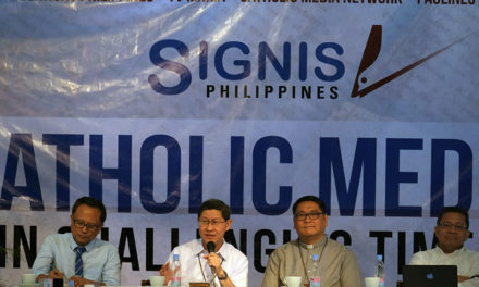 Let's work together, Cardinal Tagle urges  Catholic media