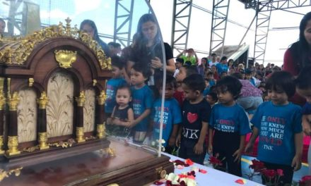 Former Manila street kids 'awed' by St. Thérèse's relics
