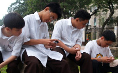 Give up social media addiction for Lent, priest tells youth