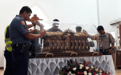 Olongapo faithful welcome 'rockstar saint'