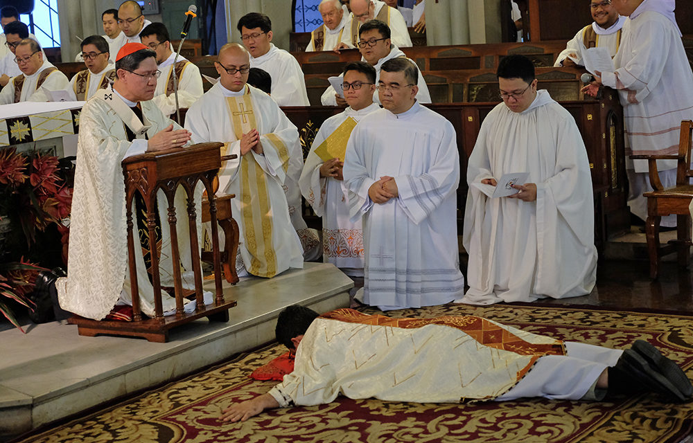 It's better to be loved than feared, says Cardinal Tagle