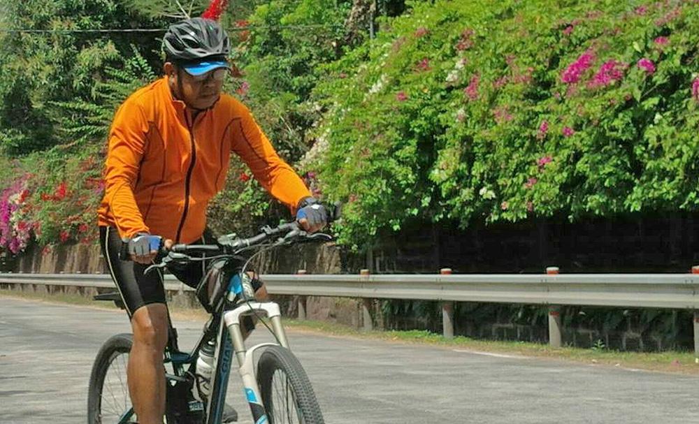 Biking priest's 'last trip' to protest EJKs, martial law