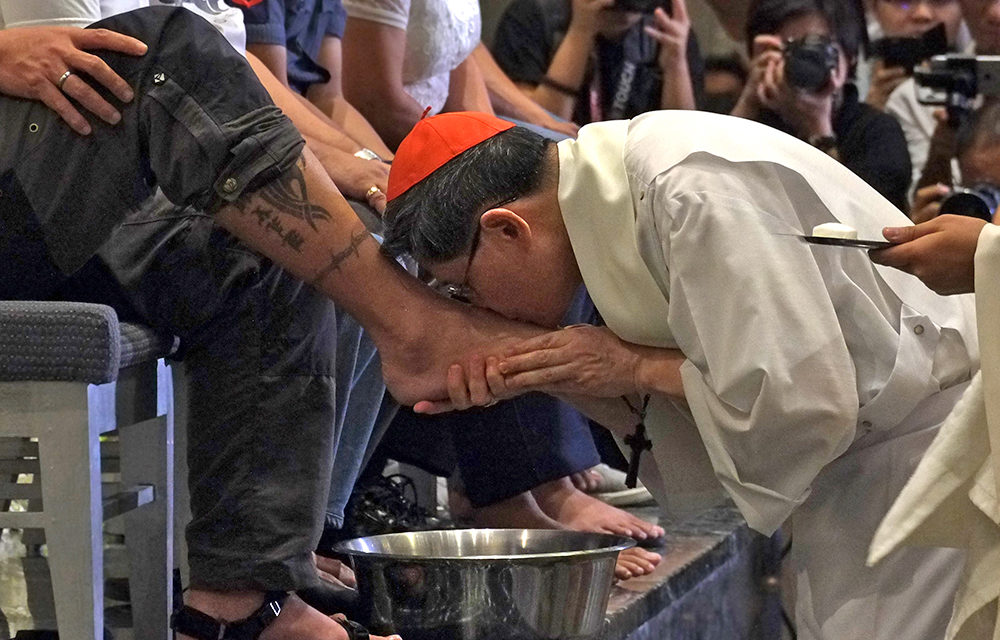 Cardinal Tagle to wash feet of migrants, refugees on Holy Thursday