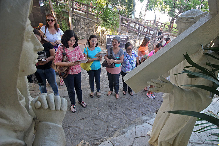 Makati youth make Stations of the Cross 'more reflective'