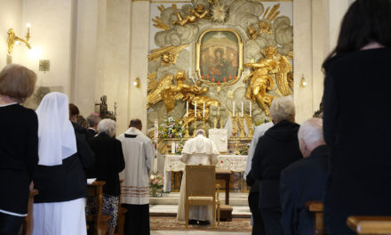Pope leads rosary for peace at Rome shrine