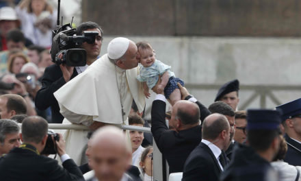 Defend right to life, conscientious objection, pope tells doctors