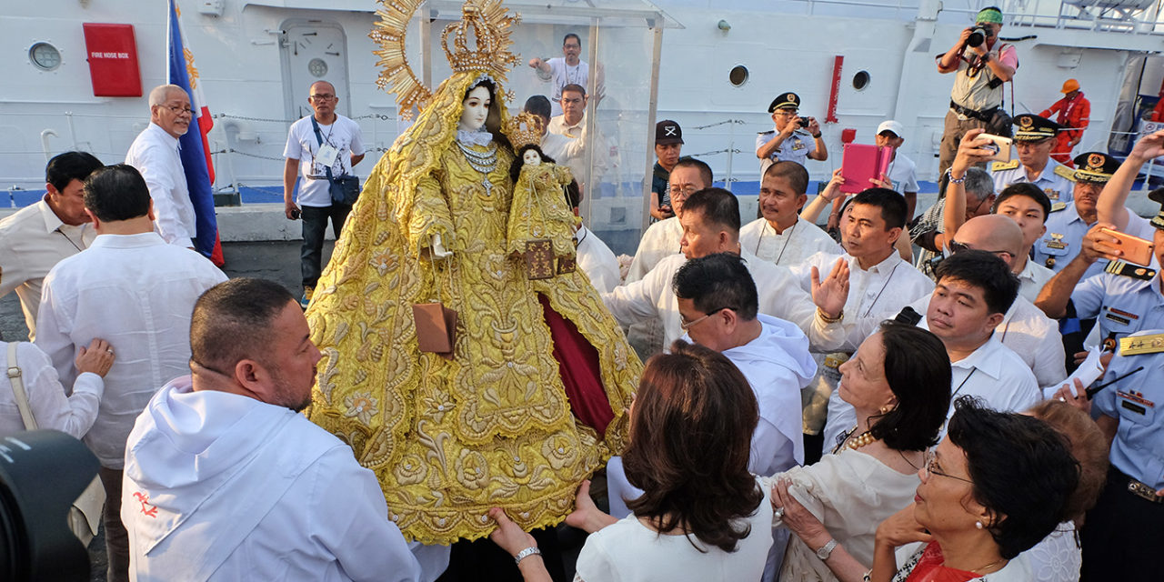 Amid challenges, turn to Mary, Cardinal Tagle tells devotees