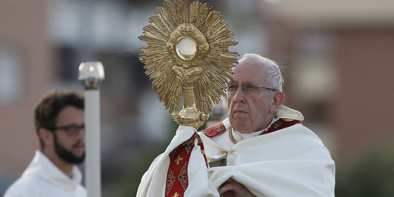 Pope leads Corpus Christi celebration