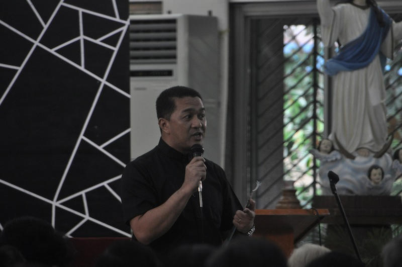 Faithful urged: 'Find answers to life questions in Bible'