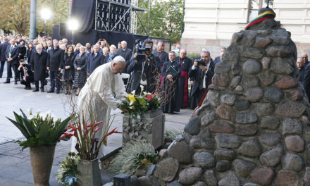 Pope in Lithuania: Don't let anti-Semitism, hatred resurge
