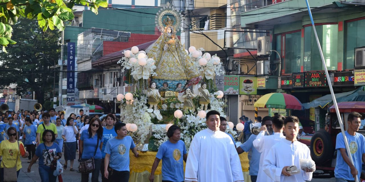Family-themed Rosary Crusade set