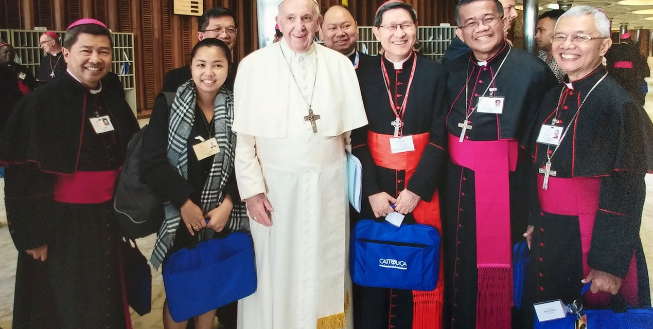 Pope Francis with PH youth synod participants