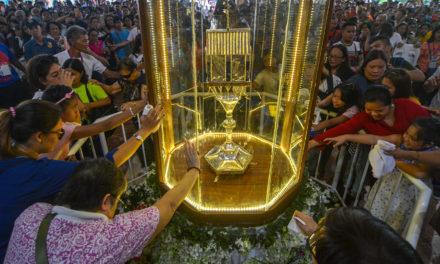 Devotees venerate heart relic of Padre Pio
