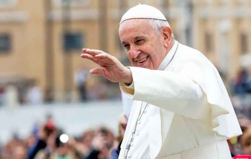 Pope Francis calls faithful married love 'revolutionary'