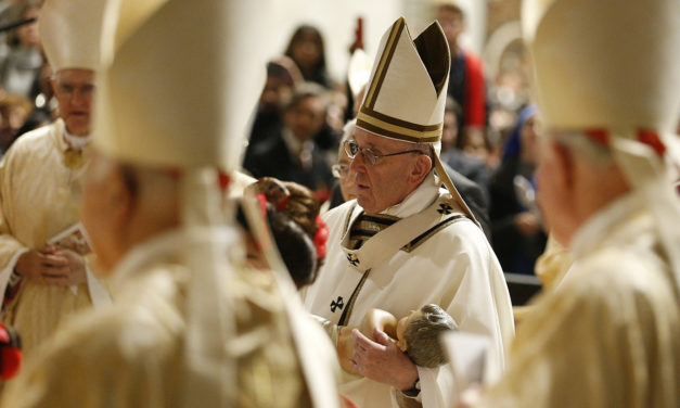 Pope at Christmas: Come to the manger with love, charity, simplicity