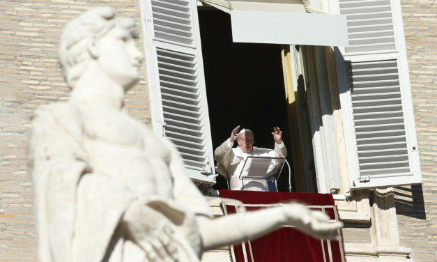 Pope prays for new year marked by tenderness, brotherhood, peace