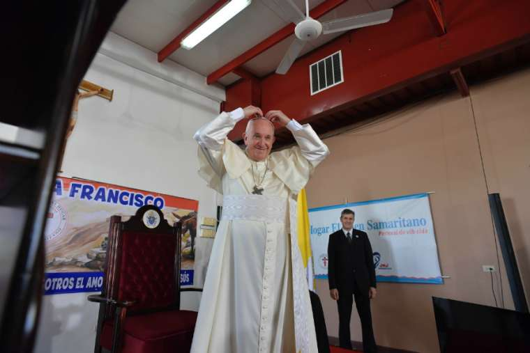 Prayer gives vitality to all we do, Francis tells WYD volunteers