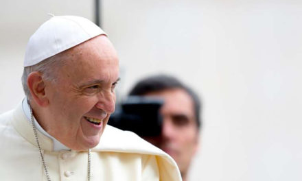 Humility should be the foundation of media work, pope tells journalists