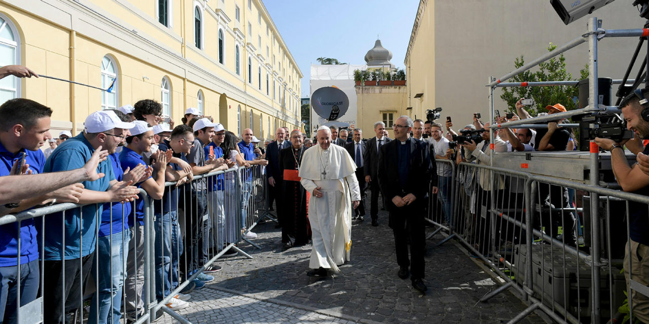 Pope: Theology begins with sincere dialogue, not 'conquering spirit'
