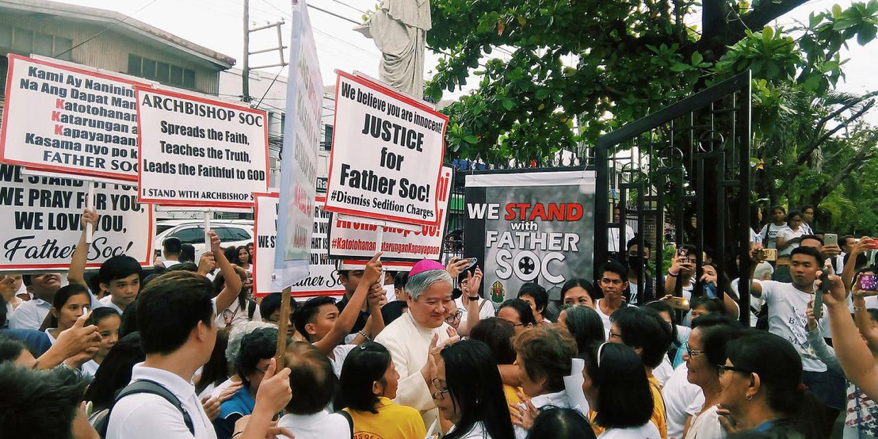 Thousands rally behind clergymen accused of sedition