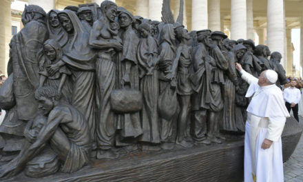 Christians have 'moral duty' to help migrants, refugees, pope says