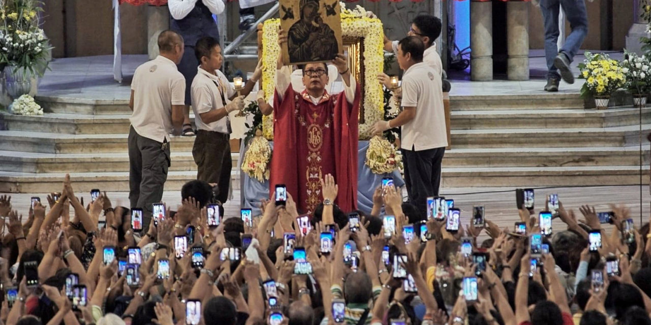 Our Mother of Perpetual Help icon now back on Baclaran Church's altar