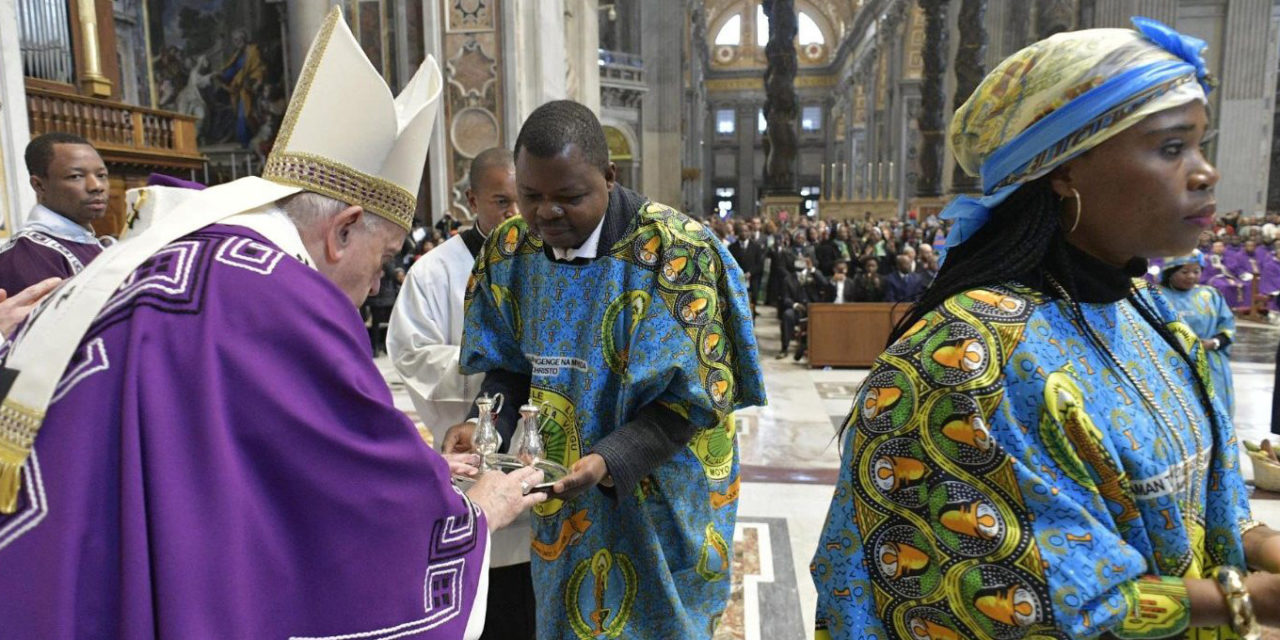 Advent advice from Pope Francis: Choose prayer and charity over consumerism