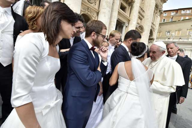 Marriage prep should be more than just a few courses, Pope tells priests