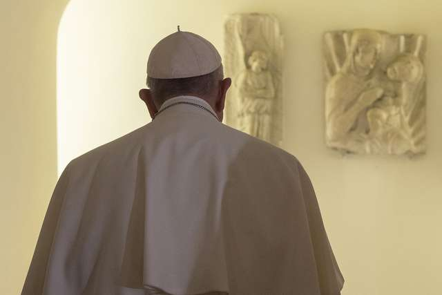 Pope Francis seeks silence, reflection on annual retreat